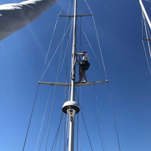 Tuigen in mast op zeilschip